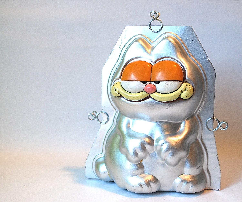 Garfield Stand Up Cake Pan