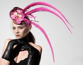 Veritee Hill Pink Fuchsia Pheasant Feather Orchid Cocktail Hat w/ Gold Netting and Chains