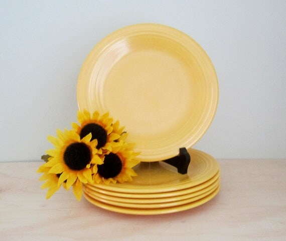 "Vintage Fiestaware - Set of 6 Yellow Ochre 9"" Dinner Plates"