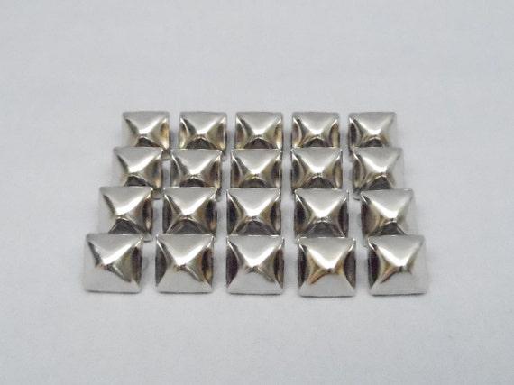 100 Silver 1/2 inch Pyramid Studs