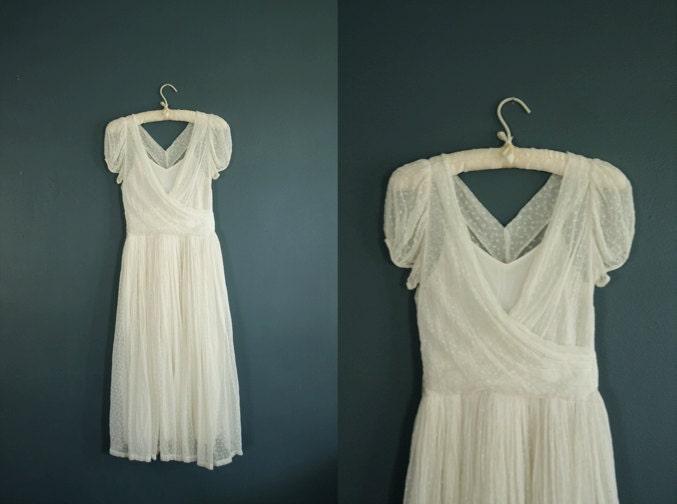 Simple Wedding Dresses Over 40: Vintage 1940s Wedding Dress// 40s White Dress
