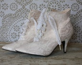 Vintage 1980's Cream and White Lace Victorian Granny Style Lace Up Ankle Boots 7 - 7.5