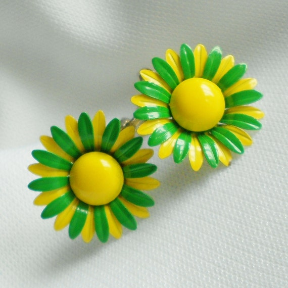 Mod Daisy Earrings Green and Yellow