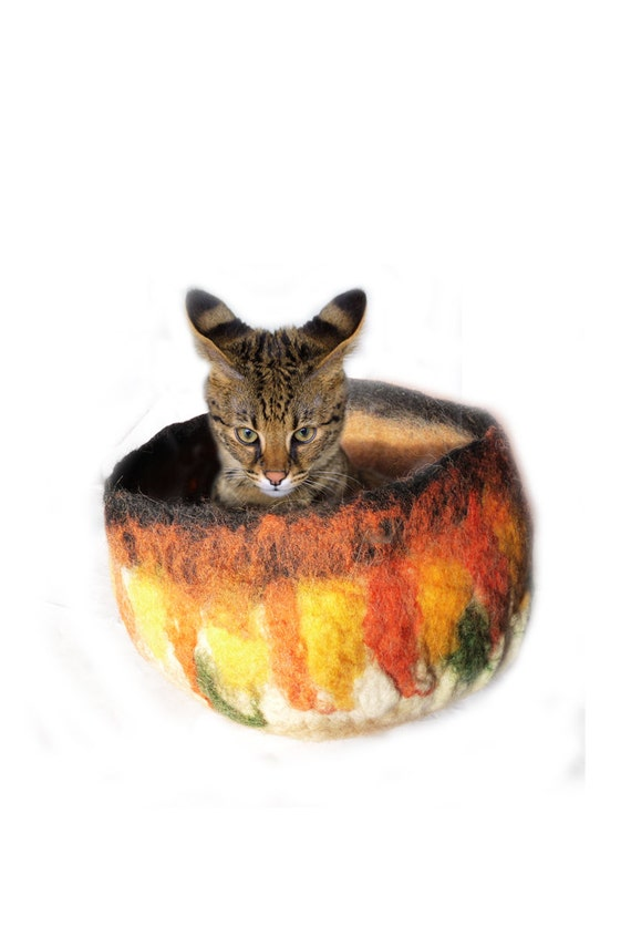 Ready for ship .Needle Felted CAT'S CAVE / bed ,handmade