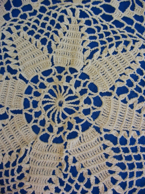 Stunning Large Round Shabby Chic Vintage Crochet Smocked Tablecloth 40 inches