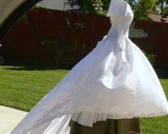 White  off the shoulder Long Train wedding  Dress  with pearl  size 10 union label