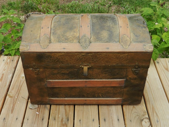 Vintage / Antique Embossed Hump Back Trunk // Storage Trunk
