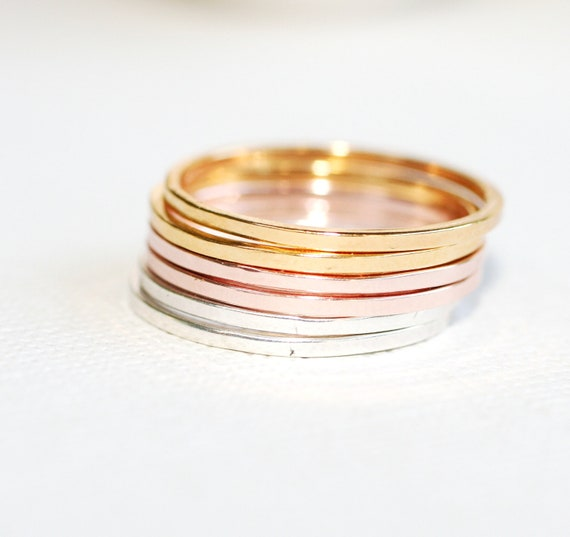 Set of 6 Smooth Texture Rings  2 of each color