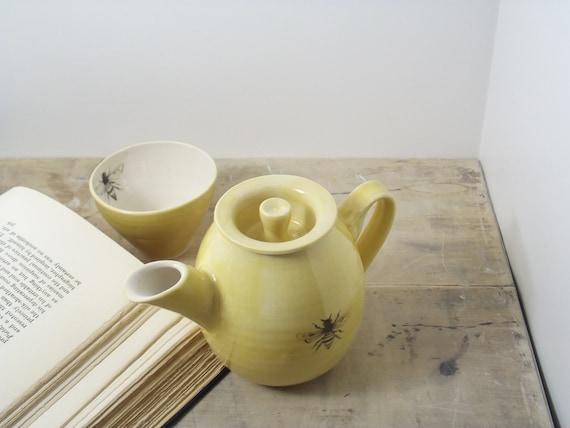 12 oz. Porcelain Yellow Bee Teapot