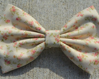Creme Vintage-Look Floral Hair Bow