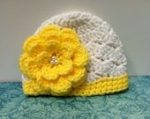 Sale / Newborn hat / White with yellow flower