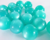 20 Vintage 12mm Turquoise Moonglow Lucite Beads Luc181