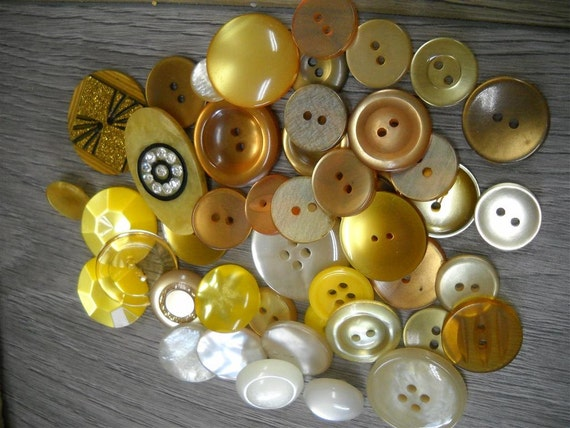 Lot of 50  vintage  buttons- loty5- Yellows