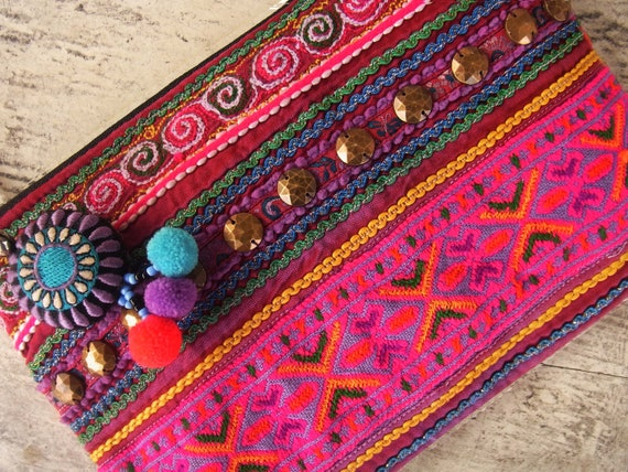 Embroidery case bag for stationery, cosmetic and kindle //////////////// free key chain //////////////// purple // pink // violet
