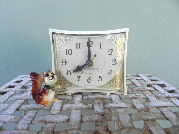General Electric Alarm Clock, Bedside Clock, Vintage Clock, Cream with Gold Accent