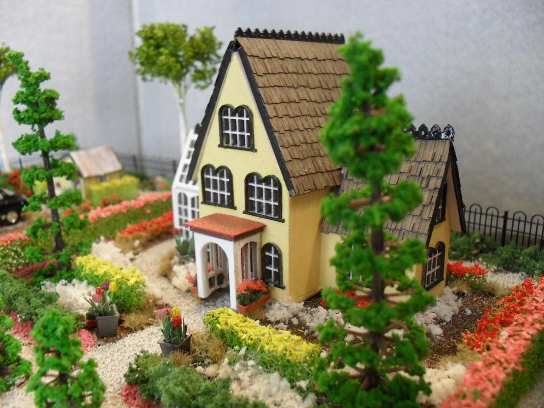 Hampton garden house dollhouse property 1 144 scale for Hamptons home garden design