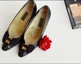 Authentic Vintage Black Gucci Bow Heels Pumps size Double Gold GG bow Fronts Size 37B like Ferragamo Bow Heels