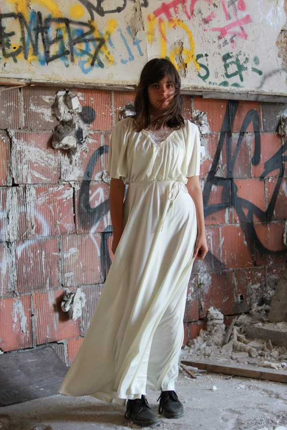 Vtg 70s White Wedding Maxi Dress / Boho Hippie / Simple & Elegant