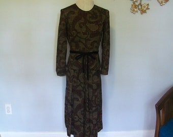 SALE 1980s does the 50s Tapestry and Brocade Print Peplum Party Dress- velvet bow belt (( Size Medium))