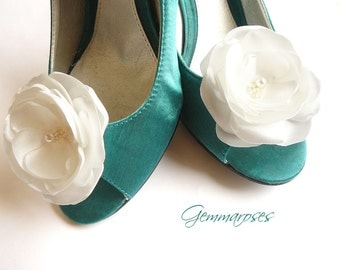 Ivory Bridal / Wedding Shoe Clips with bead