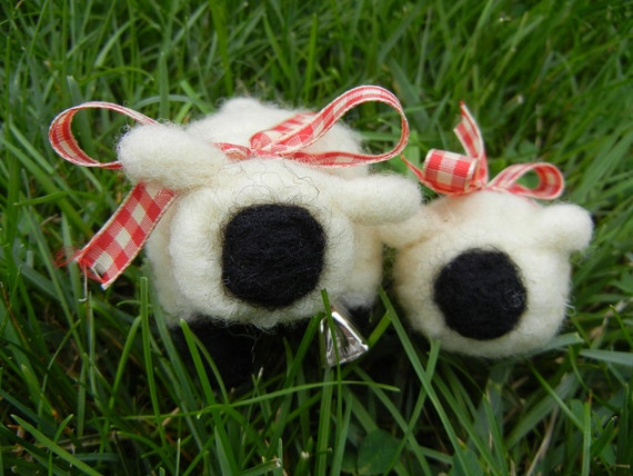 Needle Felted Sheep, Momma Ewe and Baby Sheep, Spring and Easter, Red and White Ribbon