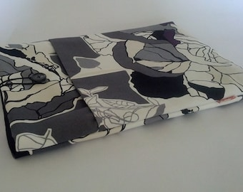 "13"" Macbook Laptop Case - Black Flowers"