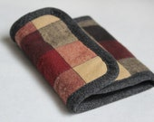 Red/Grey/Tan Plaid with Grey Crackle Accent Men's Tri-fold Wallet