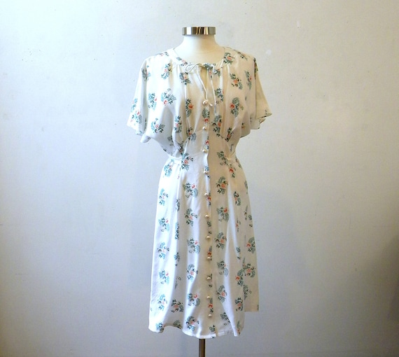 Beautiful 80s Floral Dress / Flattering White Orange Green Tie Back M