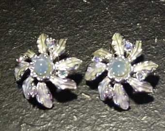 Vintage Silver Tone Lady Lee Leaf Design Rhinestone Accent Clip On Earrings
