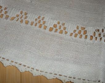Vintage Homespun Linen Towel / Tablerunner..Very Good Condition...Hand Pullwork