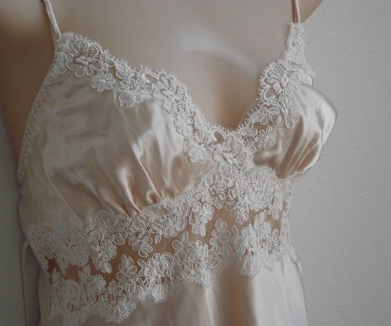 Vintage nightgown nude nylon & lace sexy backless beauty M