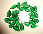 Vintage 25 emerald green clear glass  teardrop beads