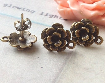 11 mm Antiqued Bronze Charm Flower Earrings With Stoppers (.tn).