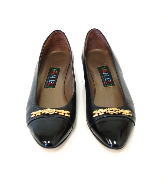 7 / Vintage Luxe Black Leather Cap Toe Flats - Italy