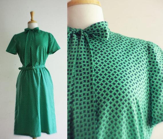 Summer Sale - 1970s Dress - Arrow Novelty - Tie Neck -  Work Emerald Dress -  Size: L