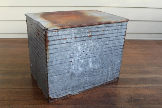 Vintage Meadow Gold Galvanized Metal Milk Cooler Cumberland
