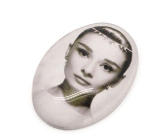 Audrey Hepburn Cabochons - 25x18mm - Glass Dome Seals - 5pcs - Ships IMMEDIATELY  from California - G33