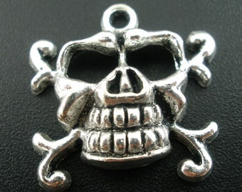 Silver Skull Pendants - 23x22mm - 5pcs - Ships IMMEDIATELY  from California - SC371
