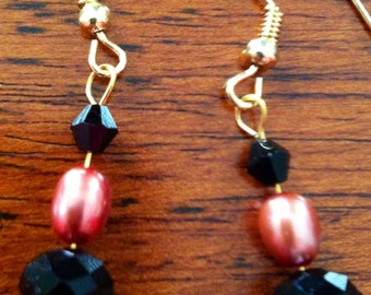 Earrings with dark pink freshwater pearls with black Swarovski crystals