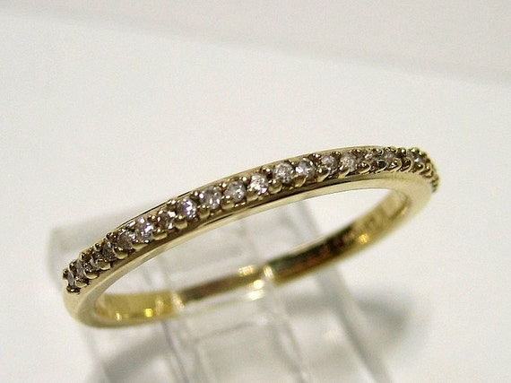 Estate Vintage 0.20ct Prong Set ROUND Diamond wedding band, ring in 14k yellow gold. Stackable Ring