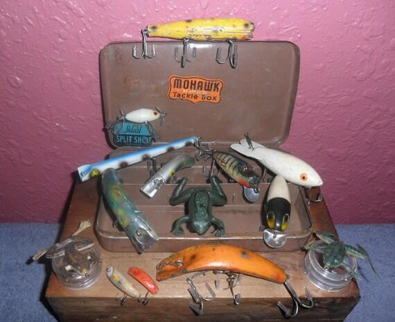 Old Mohawk Metal Pocket Tackle Box with14 Vintage Lures