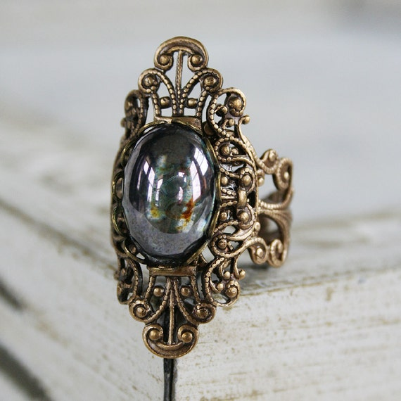 FILLIGREE GARDEN Victorian fantasy cocktail ring featuring forest green vintage glass with aged brass details, free velvet pouch