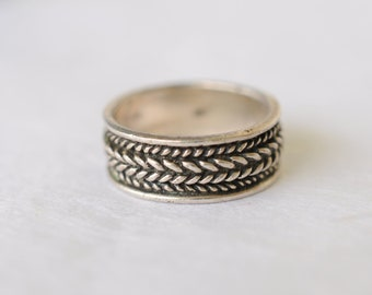 1960s vintage / sterling silver ring / patterned  // CHEVRON