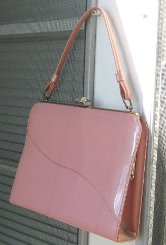 Feel Like An Early '60s Princess With This Barbie Pink Vintage Handbag / Bubble Gum Pink Vintage Purse