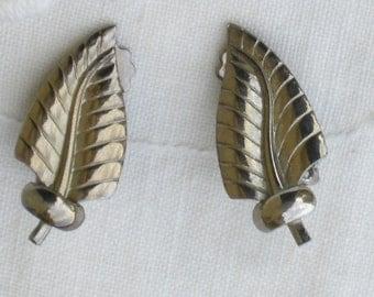 Earrings - Silver Leaf - Clip On - Vintage