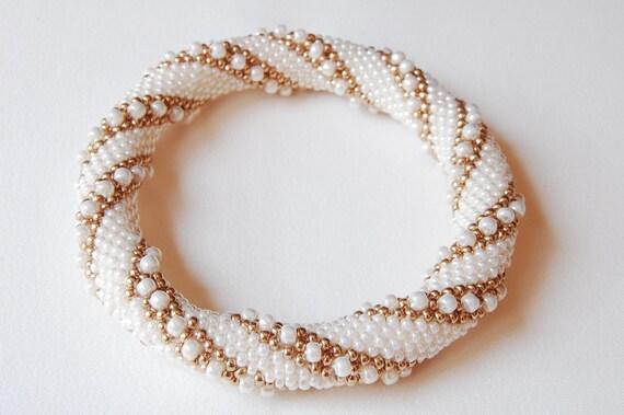 Bead Crochet Bangle: Double Reverse Spiral