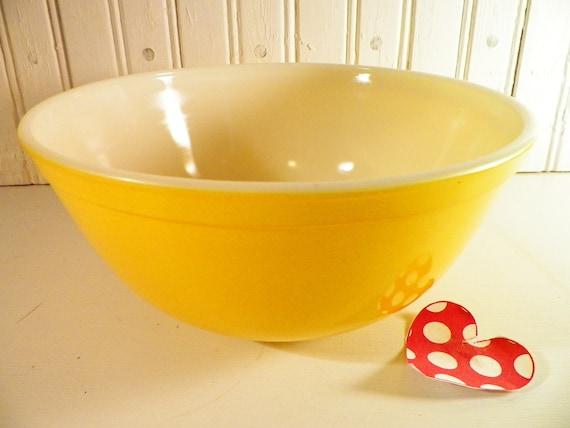 Vintage Yellow Pyrex Mixing Bowl 2 Plus Quart by ...