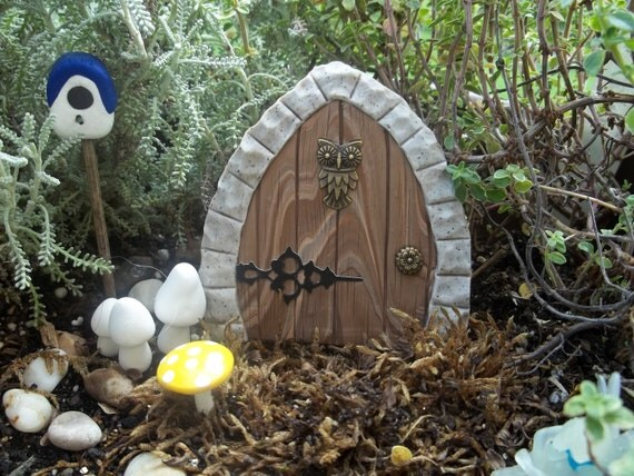 Free Shipping Miniature Fairy Door faux wood and granite frame with singer decor, has wire stem for secure placement