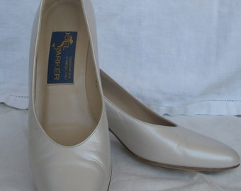 Vintage ivory pumps by Joel Parker--made in Italy