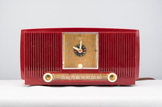 Cool Vintage Deep Red General Electric Clock Radio